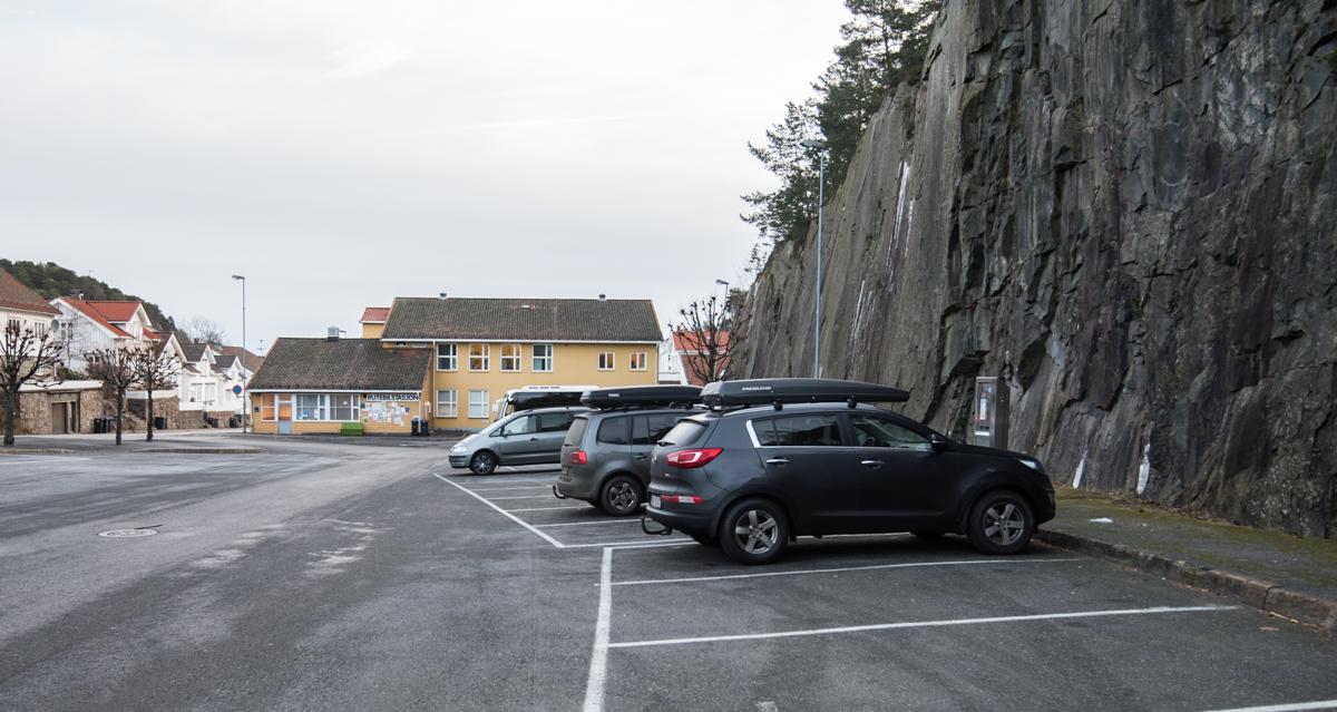 Rose Eiendom kjøte rutebiltomta i 2010 for en snarlig realisering av Risørsenteret. Foreløpig har dette ikke skjedd, og kommunen bruker tomta til parkering.