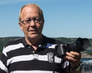 Halvard Ellefsen er sjeldent å se uten fotoapparat. Foto: Tore Myrberg